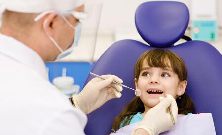 Οδηγίες για μια θετική πρώτη εμπειρία του παιδιού στον παιδοδοντίατρο