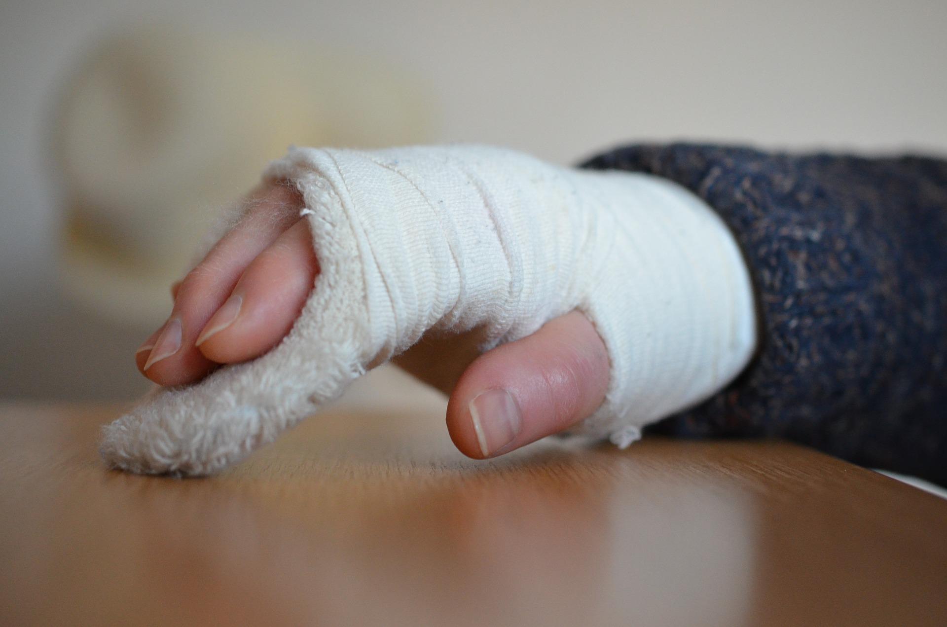 Aποκατάσταση καταγμάτων του χεριού και των δαχτύλων.