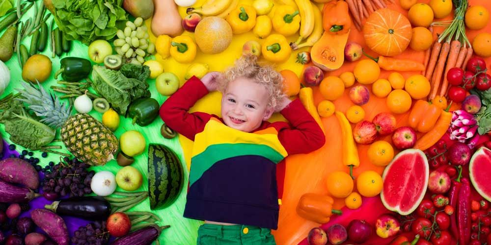 Πόσα φρούτα και λαχανικά καταναλώνουν τα παιδιά μας;