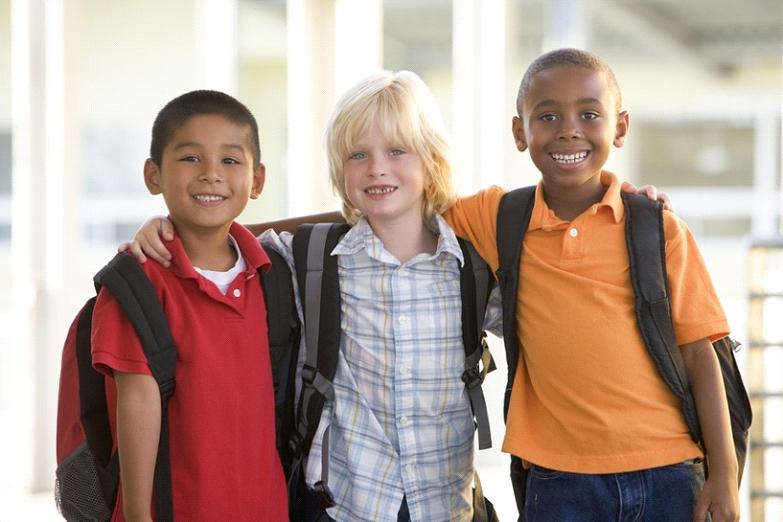 Σακίδια-σχολικές τσάντες  και πόνος στην πλάτη των παιδιών